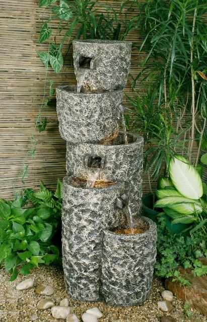 Kaskaden-Brunnen mit Graniteffekt