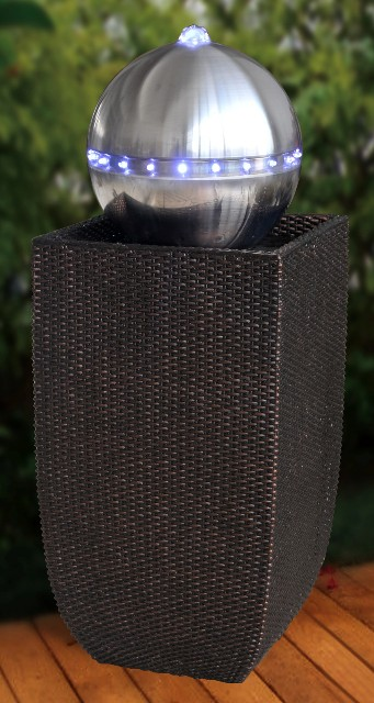 berlin schwarzer rattan edelstahl kugel brunnen mit led beleuchtung. Black Bedroom Furniture Sets. Home Design Ideas