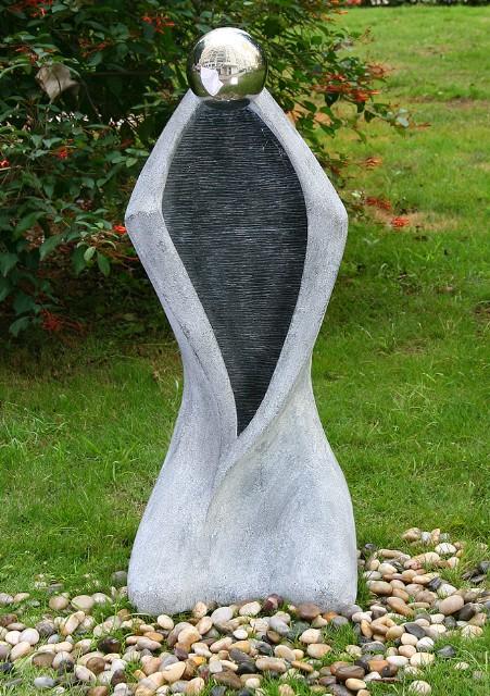 Moderner Gartenbrunnen mit Granit-Effekt - geriffelt 249,99€