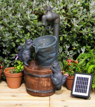 solarbrunnen wasserhahn und eichh rnchen 114 99. Black Bedroom Furniture Sets. Home Design Ideas
