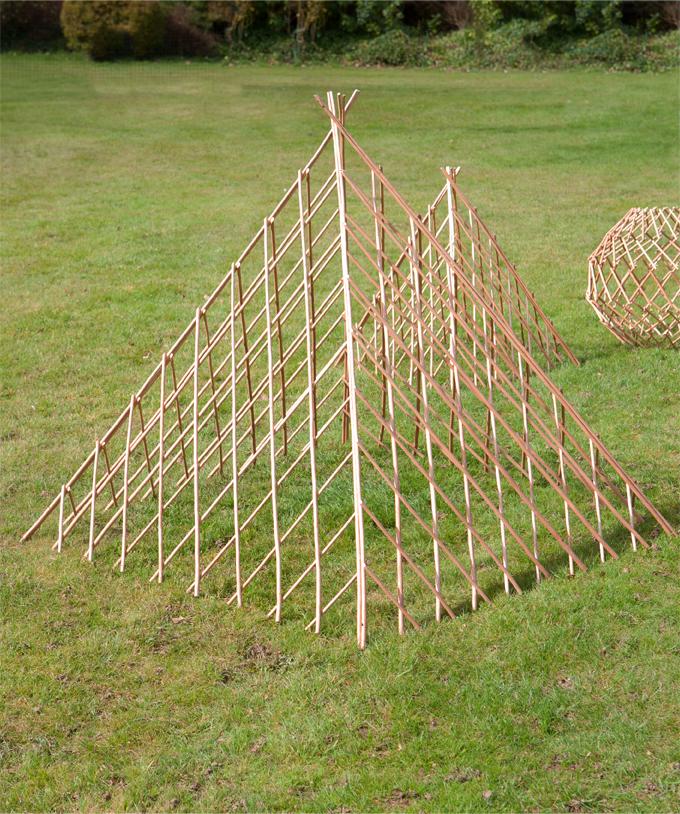verstellbare weide pyramide f r ihren garten gro 17 99. Black Bedroom Furniture Sets. Home Design Ideas