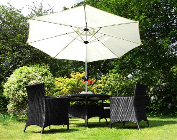 Asha Runder Gartentisch Mit 4 Stuhlen Und Sonnenschirm In Schwarz